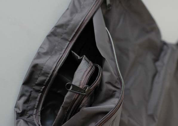 Dark bag double zipper detail